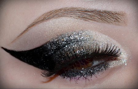 glittered smokey eye